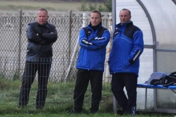 Drogi trenera Marcina Molka (w środku) i prezesa Ireneusza Strychacza (z lewej) już się rozeszły.