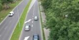 """Bytomscy policjanci nagrali wideo. Pokazują w nim jak prawidłowo jeździć """"na suwak"""""""
