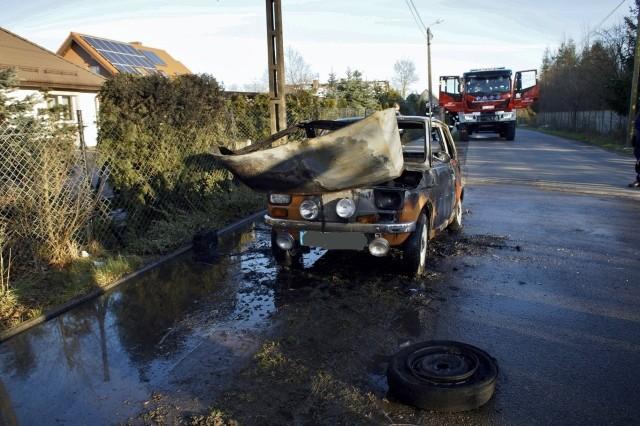 We wtorek (31 marca) doszło do pożaru samochodu osobowego w miejscowości Gałęzinowo (powiat słupski). Spłonął Fiat 126p. Prawdopodobną przyczyną pożaru był samozapłon.  Popularny maluch doszczętnie się spalił.