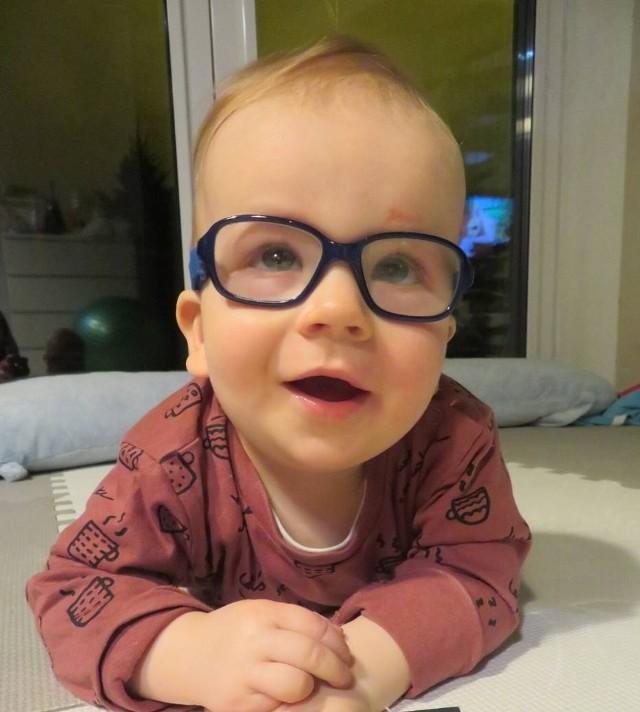 Mały Piotruś walczy z chorobami, ale potrzebuje wsparciaZobacz kolejne zdjęcia/plansze. Przesuwaj zdjęcia w prawo - naciśnij strzałkę lub przycisk NASTĘPNE