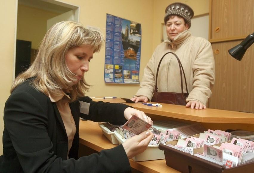 Dostałeś nowy dowód osobisty. Otrzymasz teraz kredyt lub kupisz telefon? [sprawdzamy]Jak podaje Ministerstwo Spraw Wewnętrznych, od 1 marca nowe dowody osobiste wydano już milionowi Polaków