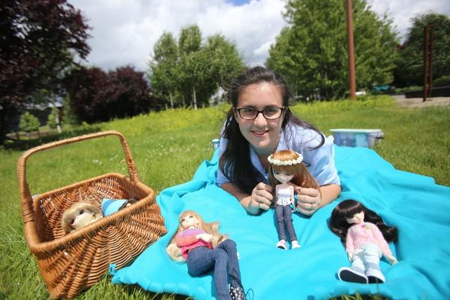 Lalka Pullip to lalka kolekcjonerska. Młoda katowiczanka projektuje dla lalek pullip ubrania i sama je sztrykuje