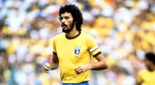 Specjalnością Socratesa były popisowe zagrania piłki pietą