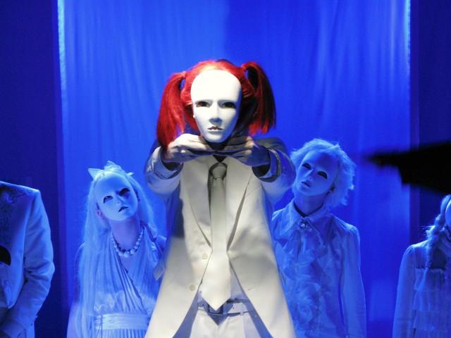 Klasa szaleńców - jeden z najbardziej kameralnych, a zarazem oryginalnych spektakli Terayamy Shūjiego