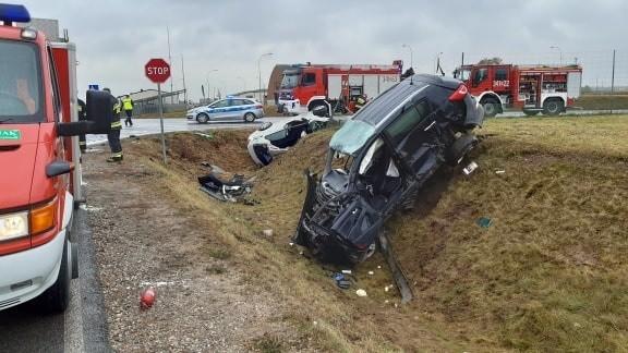 Tragiczny wypadek na obwodnicy miasta. W zderzeniu dwóch samochodów osobowych zginęła kobieta. Zmarła w karetce pomimo starań ratowników.