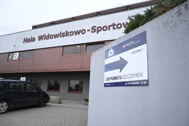 Sala rozgrzewkowa Hali Widowiskowo Sportowej w Świeciu zamieni się w punkt rejestracji, a szatnie w gabinety lekarskie