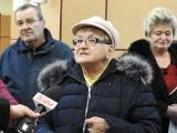 Mieszkania komunalne. Mieszkańcy przyszli na sesję rady miejskiej. Nie dopuścili ich do głosu (zdjęcia)