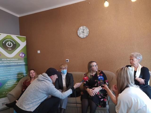 Stowarzyszenie My dla Innych poszukuje wolontariuszy, którzy pomagaliby seniorom i osobom z niepełnosprawnościami w prostych czynnościach. Jak przekonują społecznicy, podczas takich spotkań zawiązują się przyjaźnie na całe życie.