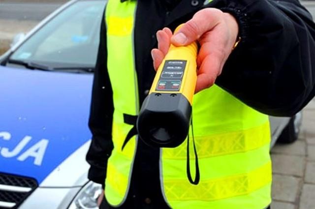Jeżeli się okaże, że policjant z Trzebnicy prowadził auto po pijanemu, grozi mu nawet kara więzienia.