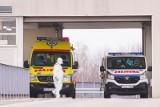 Szpitale we Wrocławiu pękają w szwach. Dostawiane są łóżka, kończą się respiratory