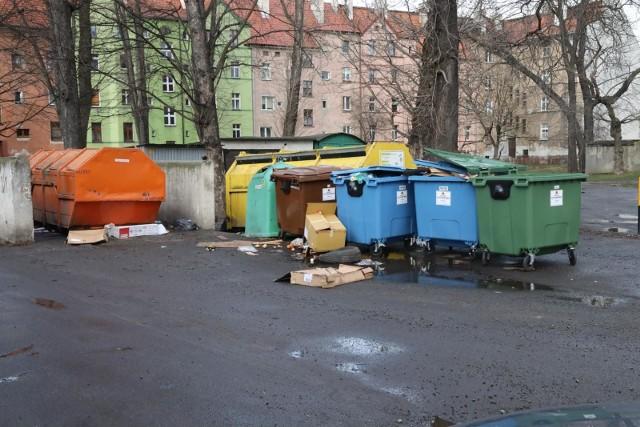 Statystyczna trzyosobowa rodzina na utrzymanie i wyposażenie mieszkania wydała w styczniu ponad 915 zł.