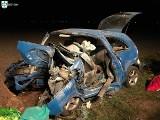 Wypadek w Buku: Samochód uderzył w drzewo. Nie żyje kierowca [ZDJĘCIA]