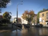 Ulica Złota. Aluminiowe latarnie wyparły stylowe. Konserwator bezradny
