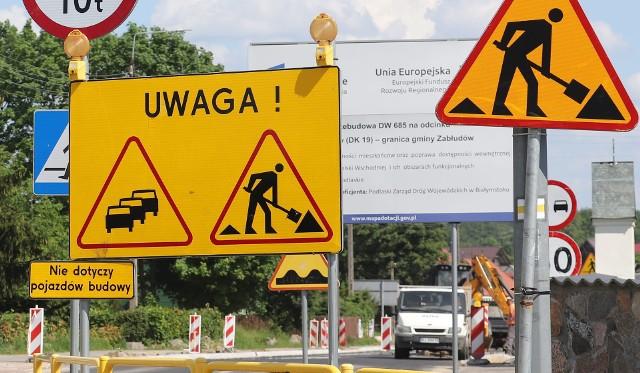 Tak będzie już od poniedziałku do 18 czerwca. Zostanie zamknięty ośmiokilometrowy fragment remontowanej drogi wojewódzkiej nr 685 prowadzącej do Hajnówki. Na kierowców czekają utrudnienia. Będą objazdy.