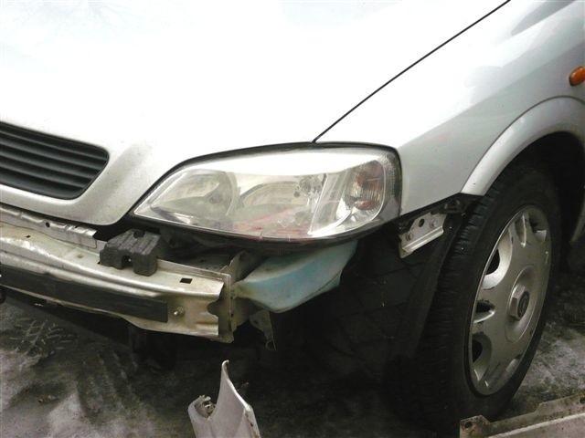 Na ul. Jaracza doszlo do kolizji dwóch pojazdów. Jadąca prawidlowo Skoda, zostala uderzona w lewy przedni blotnik przez skrecającego w lewo, Opla.
