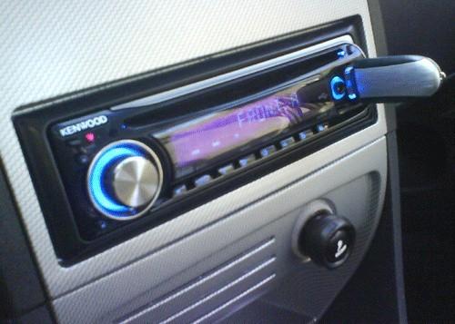 Badania przeprowadzone przez RAC Foundation pokazują, że muzyka o natężeniu 95 decybeli wyraźnie osłabia reakcję kierowcy.
