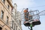 Bydgoszcz stroi się na święta. W mieście rozpoczął się montaż świątecznych dekoracji [zdjęcia, wideo]