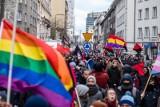 """Empik nie będzie sprzedawał """"Gazety Polskiej"""". Chodzi o naklejkę """"Strefa wolna od LGBT"""""""