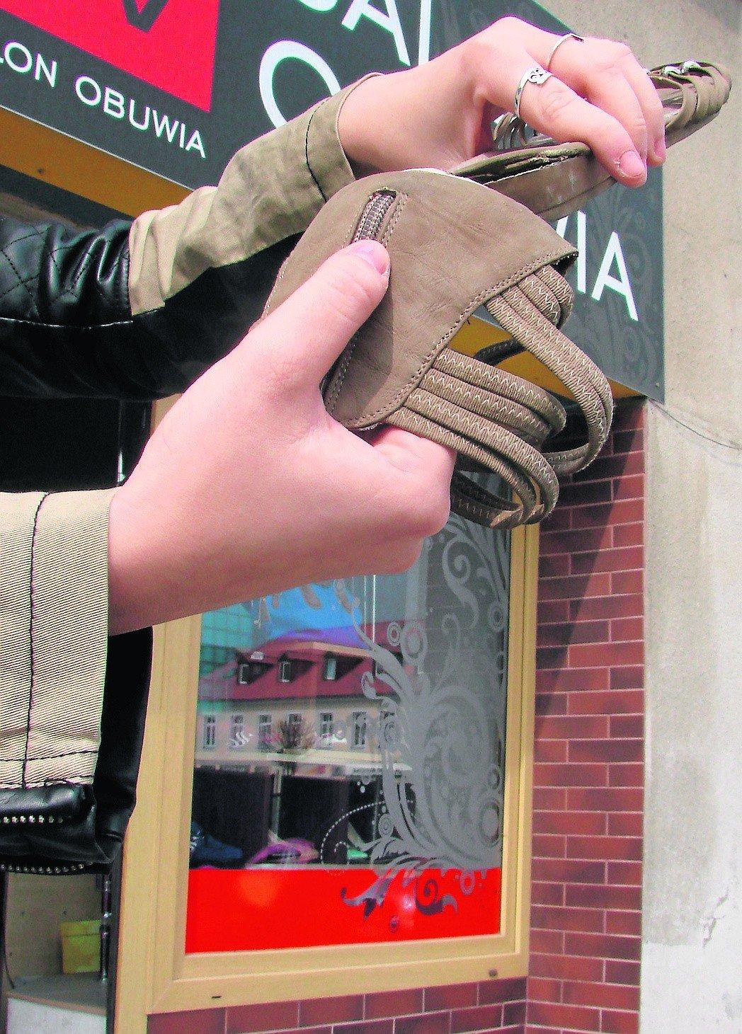 Kolejne buty rozpadły się, a sklep umywa ręce | Gazeta Krakowska