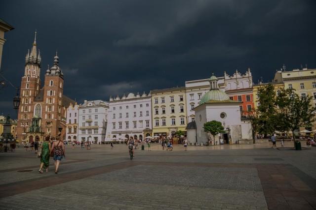 IMGW ostrzega: Nad Małopolskę nadciągają burze
