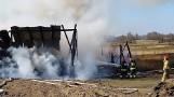 Pożar w Węgorzynku, gm. Miastko 24.03.2020. Spaliły się maszyny rolnicze w budynku gospodarskim