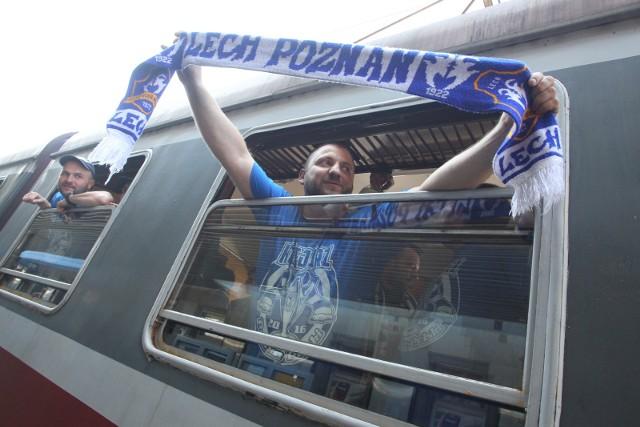 Kibice Lecha Poznań od dwóch lat na finał Pucharu Polski podróżowali przede wszystkim pociągami specjalnymi. Nigdy nie mieli jednak takich problemów z ich organizacją jak w tym roku