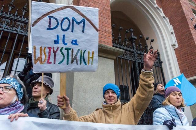 """PE przyjął rezolucję ws. """"stref wolnych od LGBT"""""""