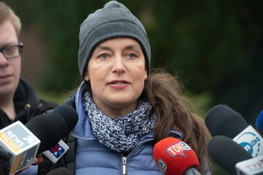 Ewa Zgrabczyńska znana jest ze swojej otwartej współpracy z organizacjami prozwierzecymi. Od kilku lat walczyła o to, by w Polsce zakazać hodowli zwierząt na futra, a także zakazać występów cyrkowych z udziałem zwierząt.