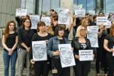 Poznań: Przed Sądem Okręgowym protestowali pracownicy wymiaru sprawiedliwości - żądają podwyżek [ZDJĘCIA, WIDEO]
