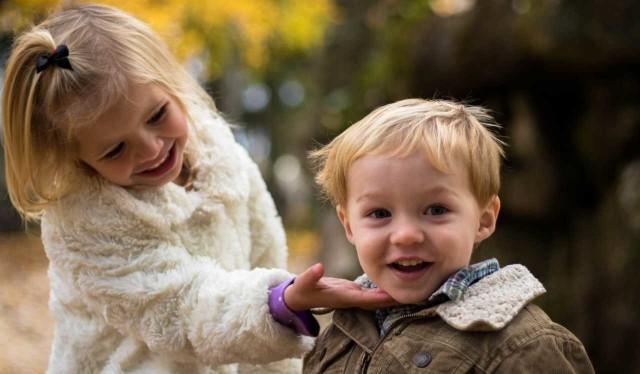 Każdy z nas kiedyś nim był, grunt to nie zgubić go w sobie. Dziecko - zdaniem wielu - największy cud na świecie. Kto nie tęskni za czasem dziecięcej beztroski? Zobacz w galerii najpiękniejsze cytaty o dzieciach. Wszystkim dużym i małym dzieciom życzymy jak najwięcej powodów do szczerego uśmiechu.