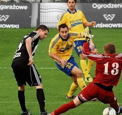 Patryk Tuszyński (czarny strój) zdobywa gola dla Sandecji FOT. (KOW)