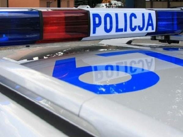 """Policjanci zatrzymali w Skwierzynie nietrzeźwego kierowcę. """"Wpadł"""" również  motorowerzysta, który złamał sądowy zakaz prowadzenia pojazdów. Obaj zostaną rozliczeni przez sąd."""