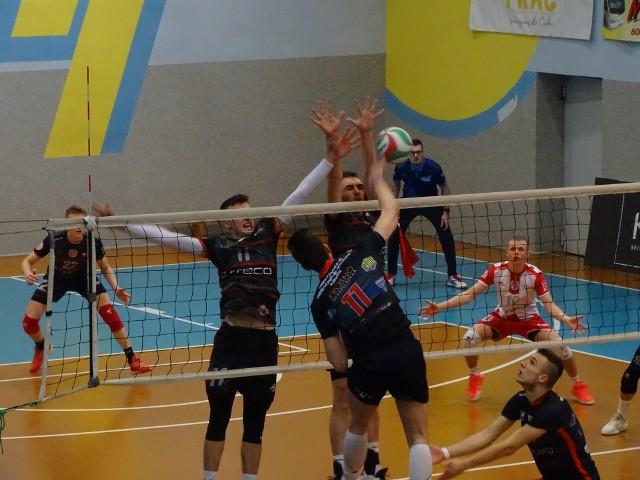 W weekend Karpaty Krosno wygrały z AKS V LO Rzeszów 3:0 (25:19, 25:19, 25:21). Zobaczcie zdjęcia z tego meczu!