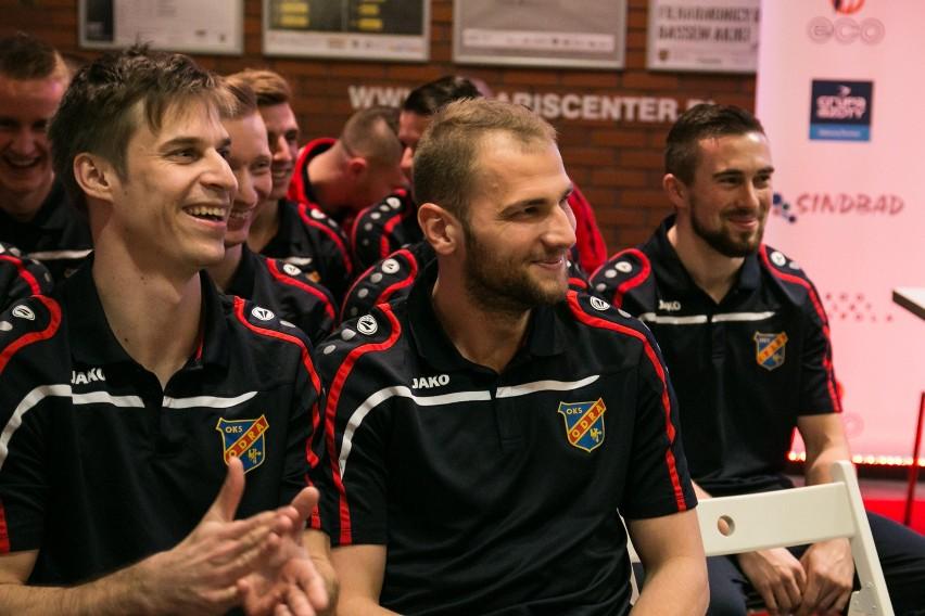 Piłkarze Odry w dobrych humorach zakończyli sezon i rozjechali się na urlopy. Przygotowania do gry w 1 lidze rozpoczną 21 czerwca.