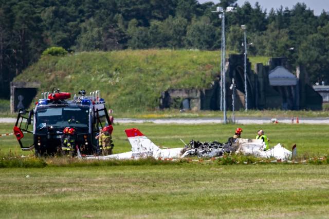 Państwowa Komisja Badania Wypadków Lotniczych uznała, że awionetka, która spadła rok temu na bydgoskim lotnisku, gwałtownie utraciła siłę nośną. Dwie osoby zginęły.