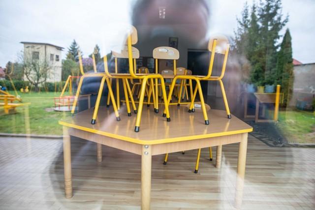Oczyszczacze i dystrybutory miałyby stanąć w białostockich przedszkolach i szkołach.