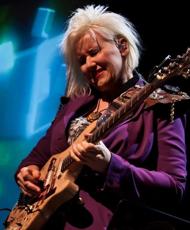W sobotę w Mosinie posłuchamy Jennifer Batten, nowojorskiej gitarzystki znanej m.in. ze współpracy z Michaelem Jacksonem