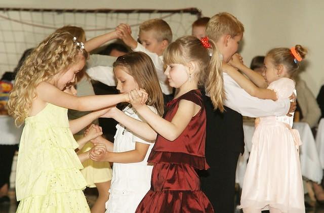 Młodzi tancerze popisali się nabytymi na kursach umiejętnościami