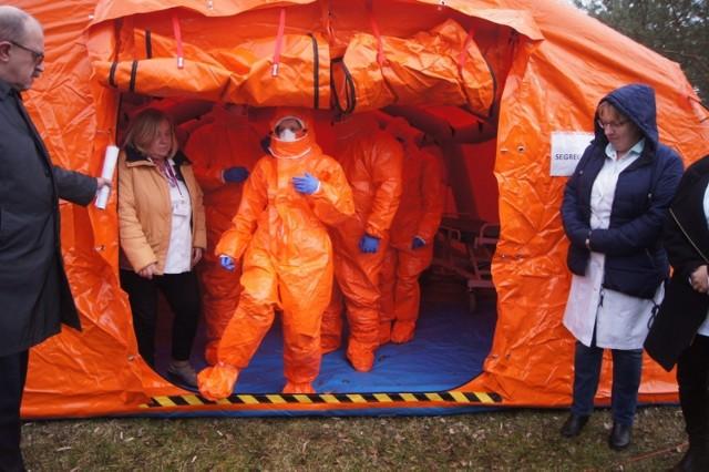Koronawirus. W Łodzi przed szpitalem Biegańskiego stanęły namioty