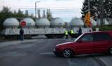 Pociąg towarowy zablokował przejazd kolejowy na Retkini [ZDJĘCIA]