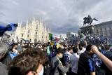 """Włochy. Tysiące kibiców na ulicach Mediolanu. """"Nie tak oddaje się hołd zmarłym z powodu koronawirusa"""""""