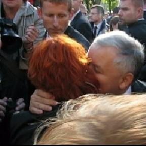 Maria Warwas musiała być bardzo przekonująca w rozmowie z premierem. Dostała buziaka.