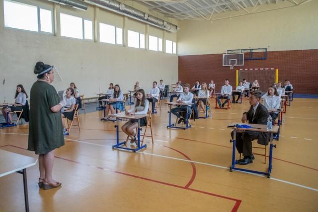 Próbny egzamin ósmoklasisty 2021. Matematyka prezentujemy arkusze CKE i poprawne odpowiedzi. Sprawdź arkusze i odpowiedzi-------->