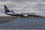 Koronawirus w Polsce: Wszystkie loty odwołane. Podróżni mają problem, by odzyskać pieniądze od linii Ryanair. Ciągle pojawiają się błędy