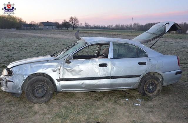 W wyniku tego zdarzenia kierujący i jedna z pasażerek z obrażeniami ciała zostali przewiezieni do szpitala