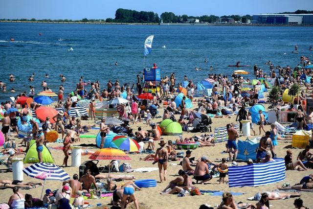 Tłumy na plażach w sobotę, 18.07.2020