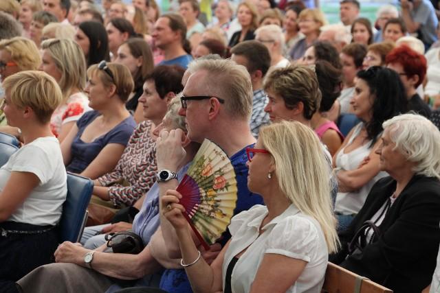 Na szczebrzeszyński festiwal co roku przybywają tłumy. Wśród nich jest wielu znakomitych przedstawicieli literackiego świata