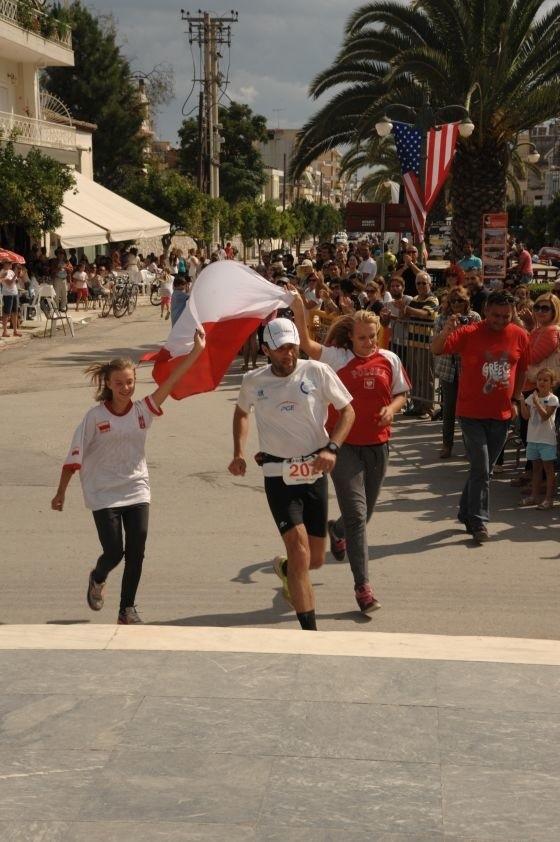 Nagrodą za ciężką pracę są starty i polskie niespodzianki. Na finiszu Opolaninowi towarzyszyły uczennice polskiej szkoły w Atenach.