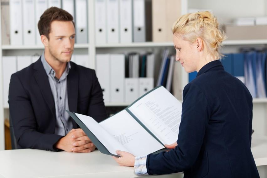 Dobrze wypadnie podanie o pracę skierowane bezpośrednio do osoby, który prowadzi rekrutację.