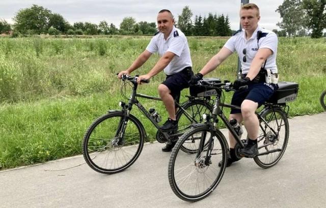 """Od września 2018 roku, policjanci w Stalowej Woli dysponują czterema rowerami do """"cichego"""" patrolowania miasta"""